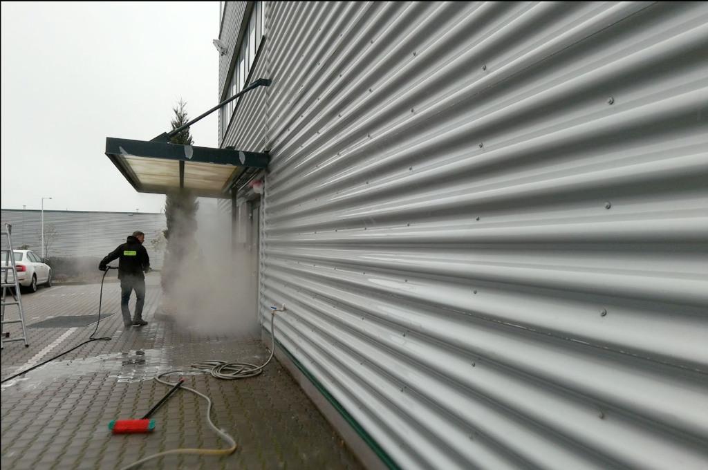 Wysokociśnieniowe przemysłowe mycie hal.