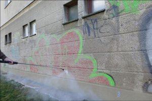 usuwanie graffiti z elewacji