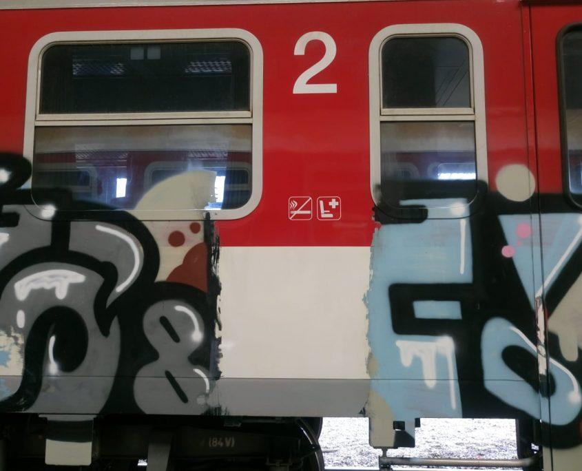 Umytí posprejovaného vlaku